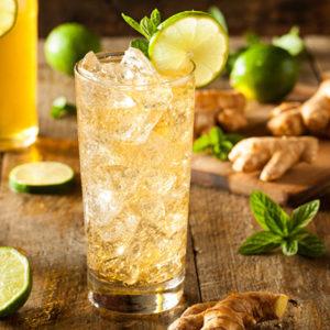 Boire de la bière au gingembre ou ginger beer