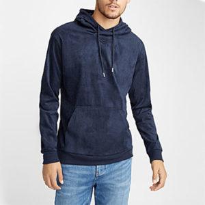 S'habiller en jean et hoodie