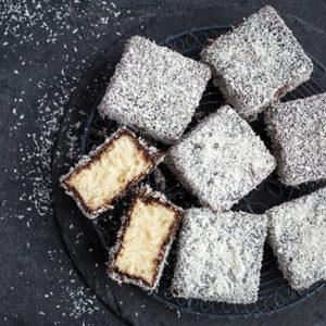 Lamington, gâteau génoise à la noix de coco
