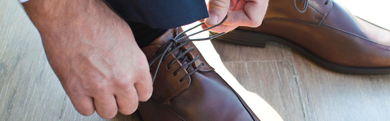s'habiller le matin et mettre ses chaussures