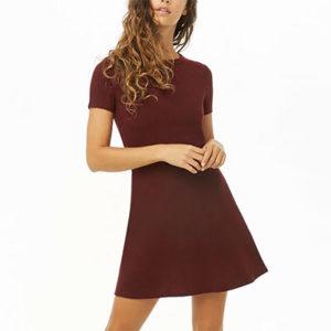 S'habiller avec une robe à manches courtes