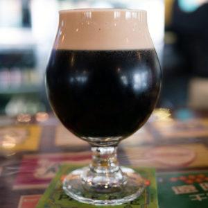 Boire de la Guinness ou stout beer