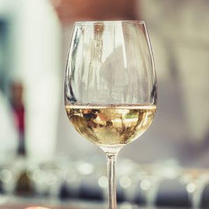 Boire du vin blanc