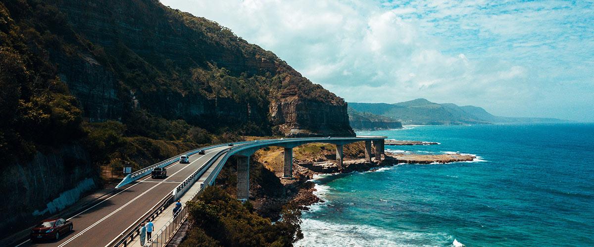 Visiter l'Australie et conduire le long de la mer