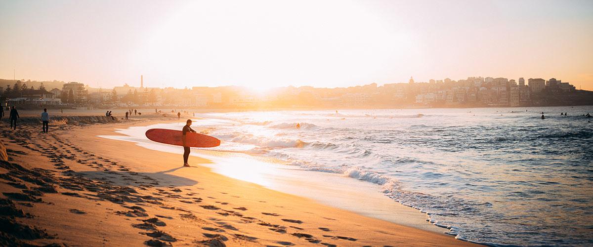 Faire du surf en Australie avec un Aussie