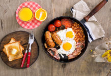 Déjeuner anglais avec oeufs English breakfast